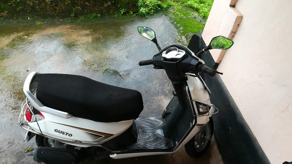 Mahindra Gusto Front View