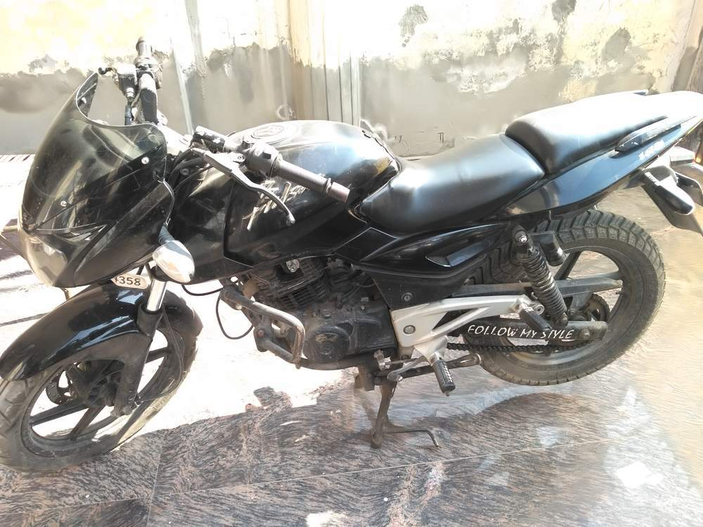 Bajaj Pulsar 180 Right Side