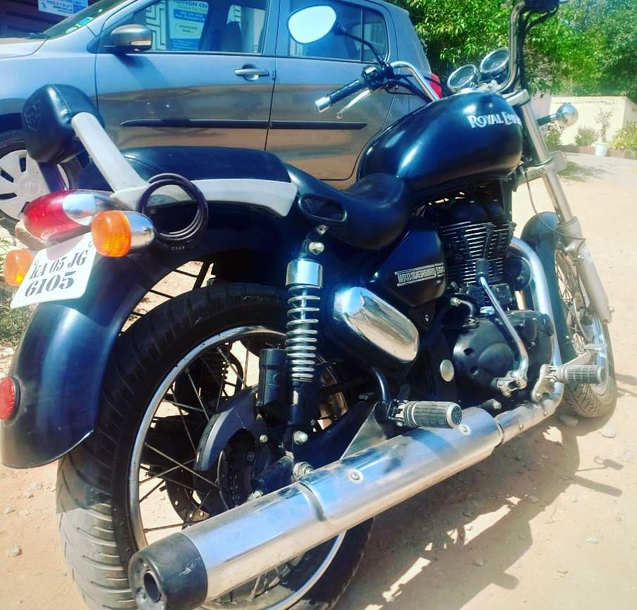 Royal Enfield Thunderbird 500 Rear View