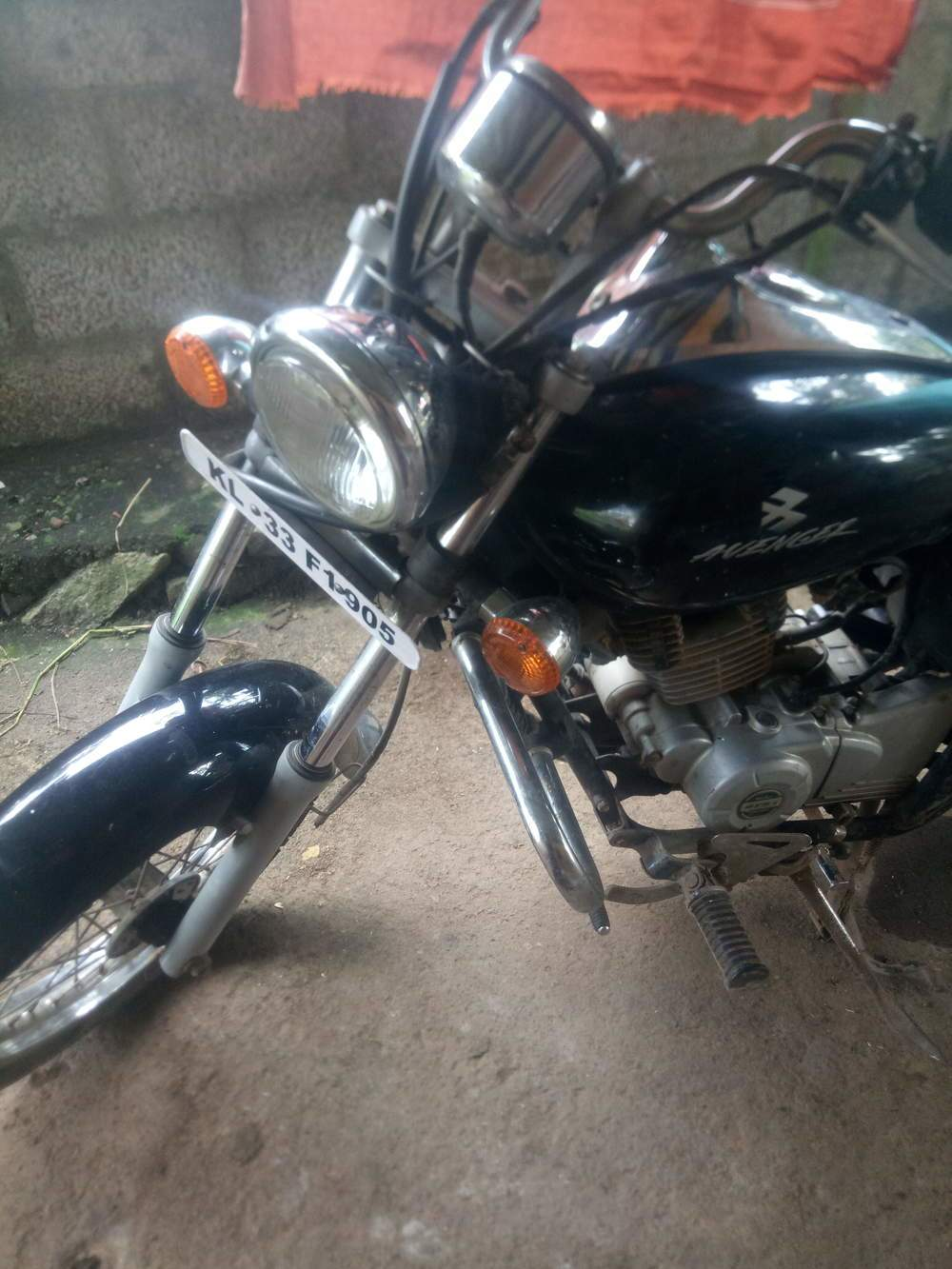 Bajaj Discover 150s Front View