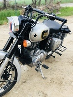 Royal Enfield Classic 500 Front View