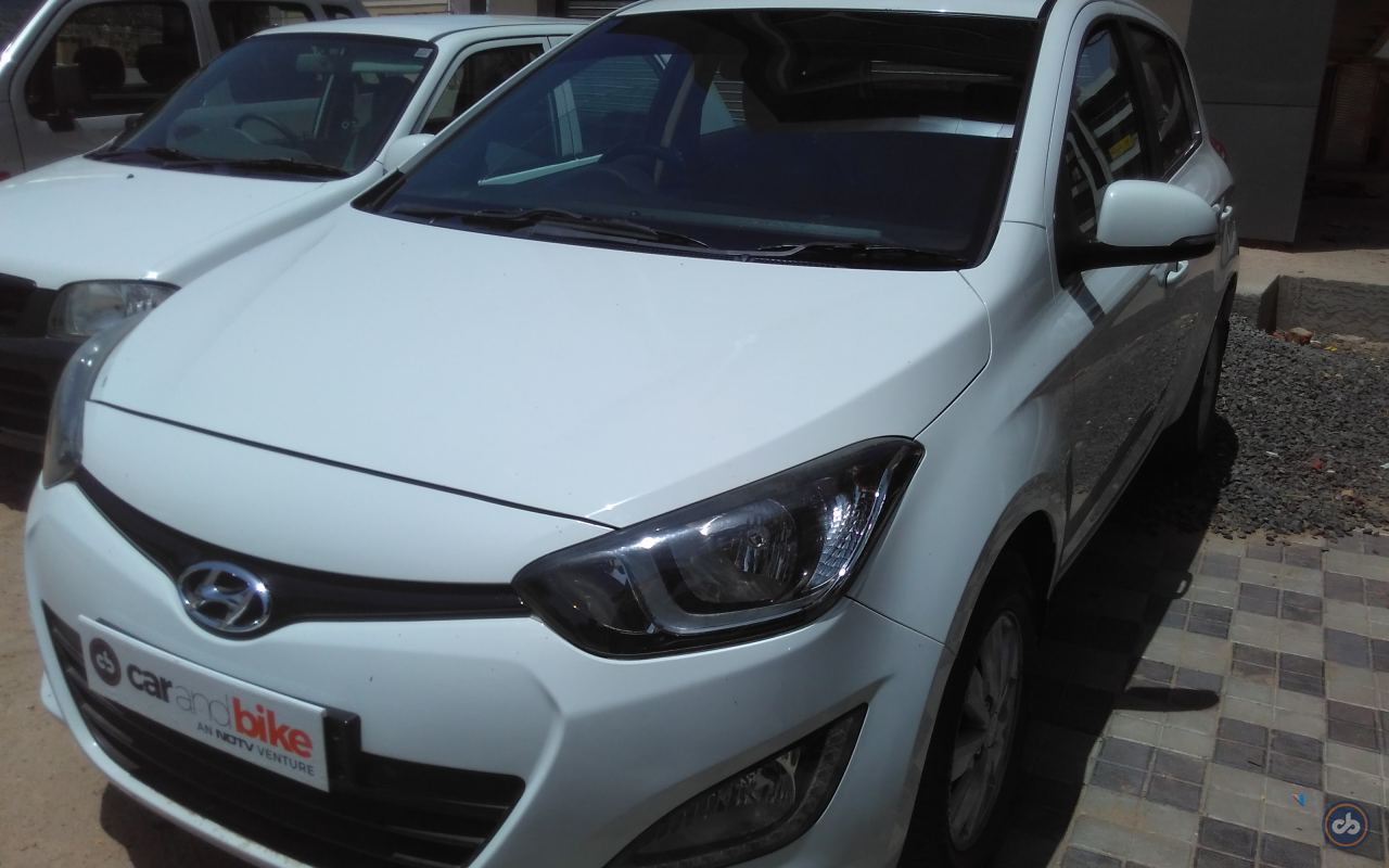 Hyundai I20 Front Left Side Angle View