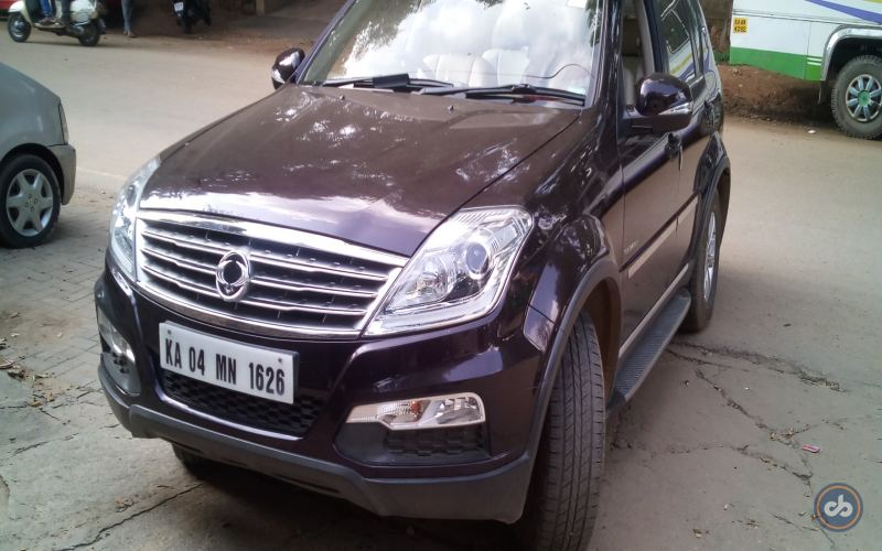 Ssangyong Rexton W Front Left Side Angle View