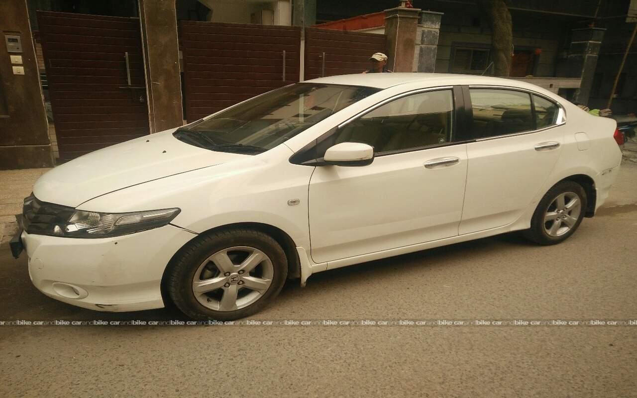 Used Honda City 15 V At Exclusive In New Delhi 2010 Model India Front View Bikes Left Side Angle
