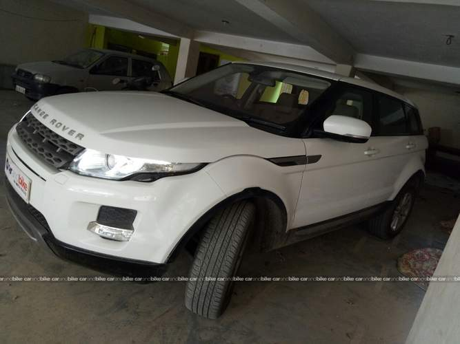 Land Rover Range Rover Evoque Front Left Side Angle View