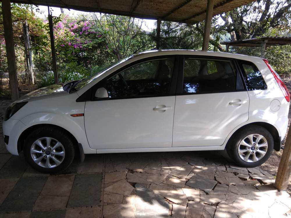 ford figo p titanium mt  valsad  model