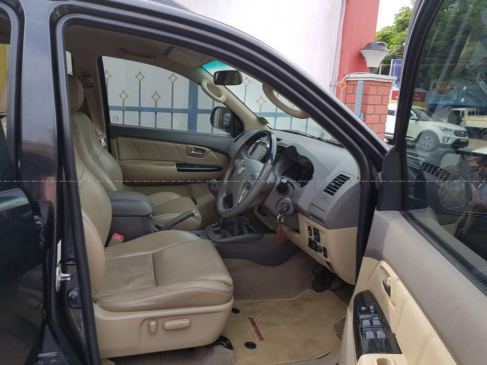 Toyota Fortuner 28 4x4 Mt Rear Left Side Angle View