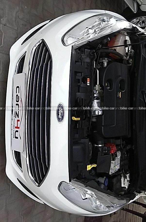 Ford Fiesta 15 Diesel Titanium Front Left Side Angle View