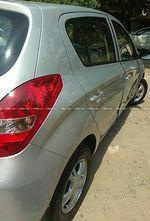 Hyundai I20 14 Asta Petrol At Front Right Side Angle View