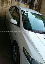 Honda City V Mt Petrol Front Right Side Angle View
