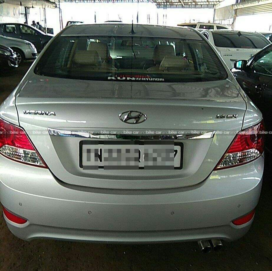 Hyundai Verna 16 Crdi Sx Mt Rear Right Side Angle View
