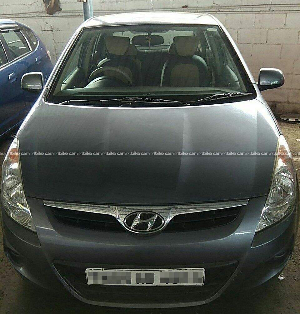 Hyundai I20 14 Magna Diesel Front Left Side Angle View