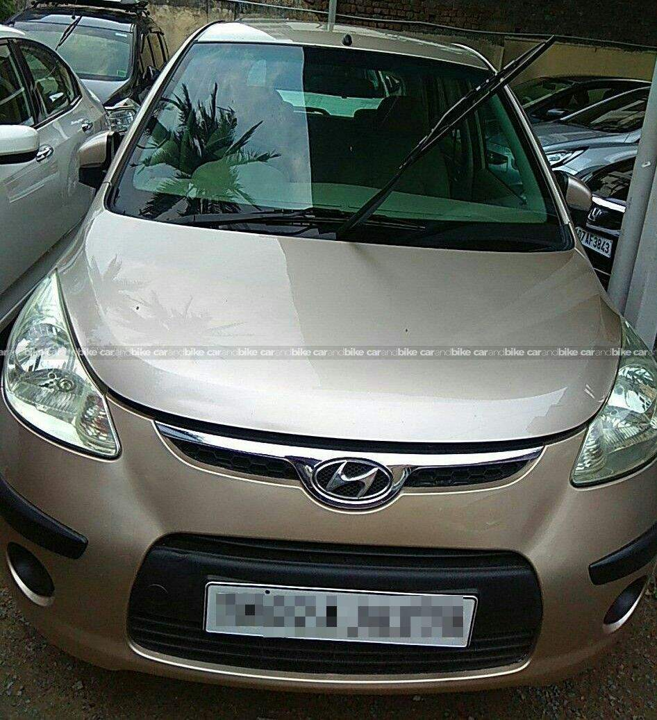Hyundai I10 12 Sportz At Front Left Side Angle View