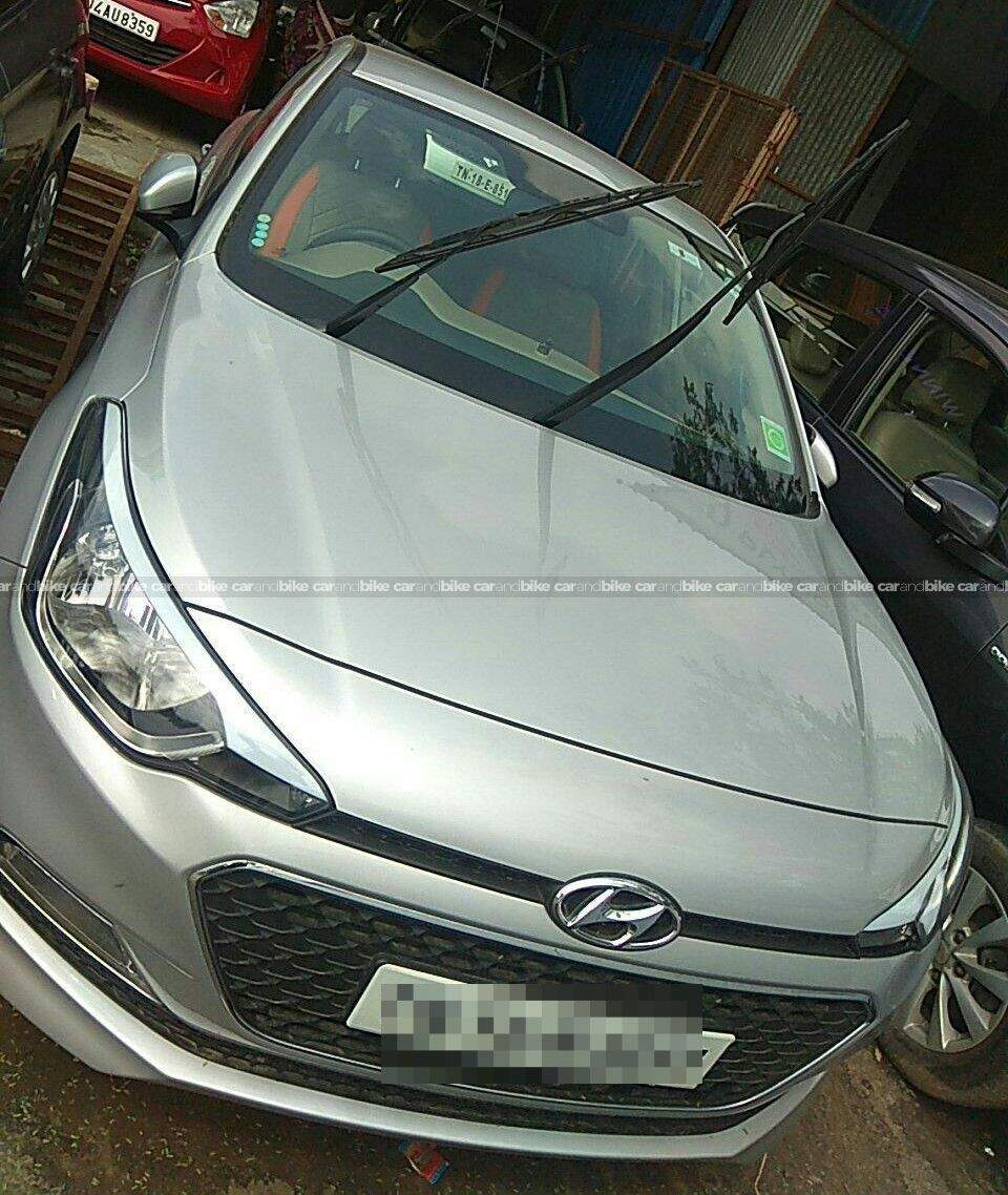 Hyundai I20 14 Sportz Petrol At Front Left Side Angle View