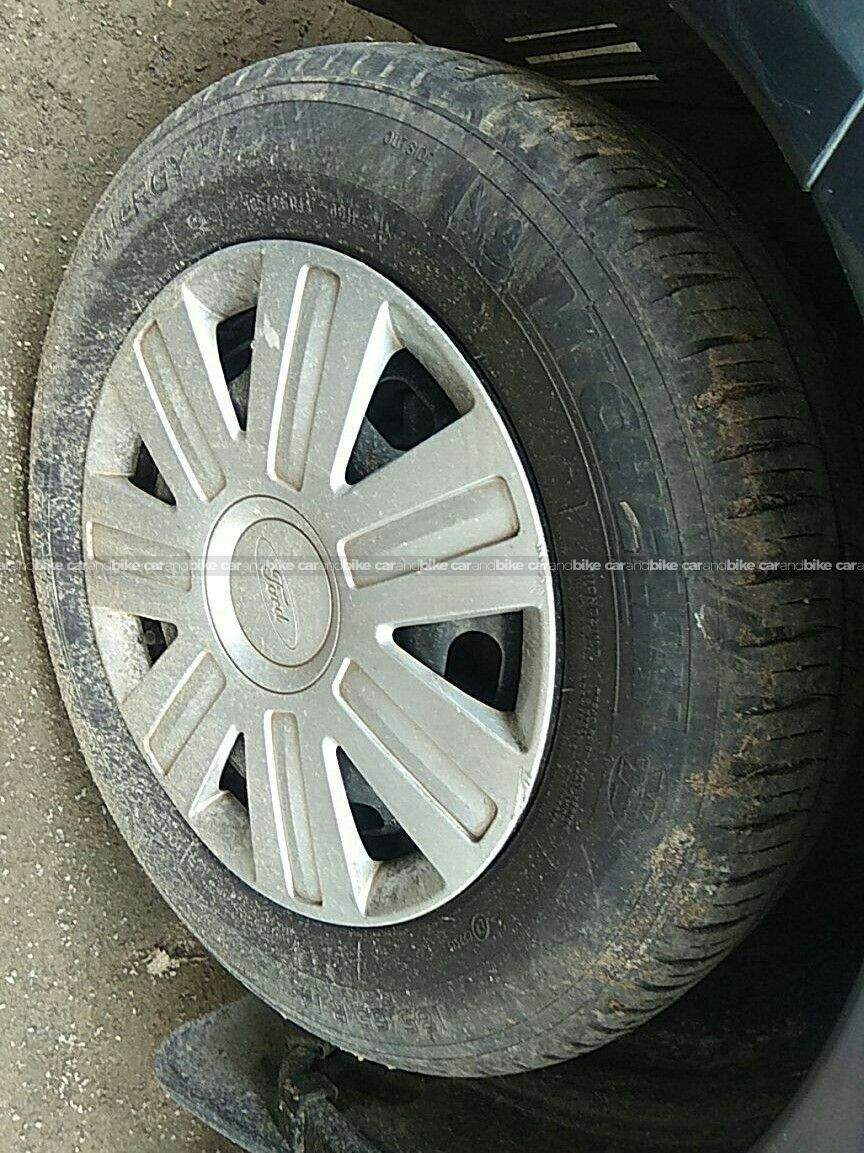 Ford Figo 15d Base Mt Front Left Side Angle View