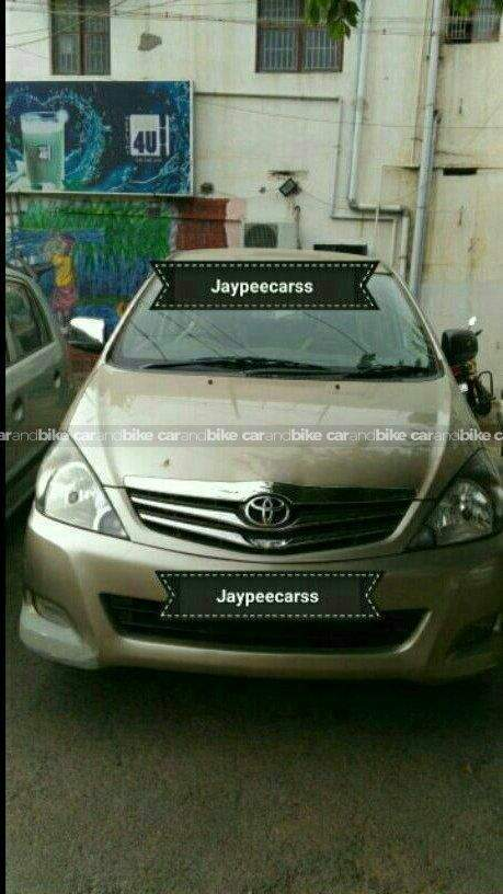 Toyota Innova 25 Vx Front Left Side Angle View