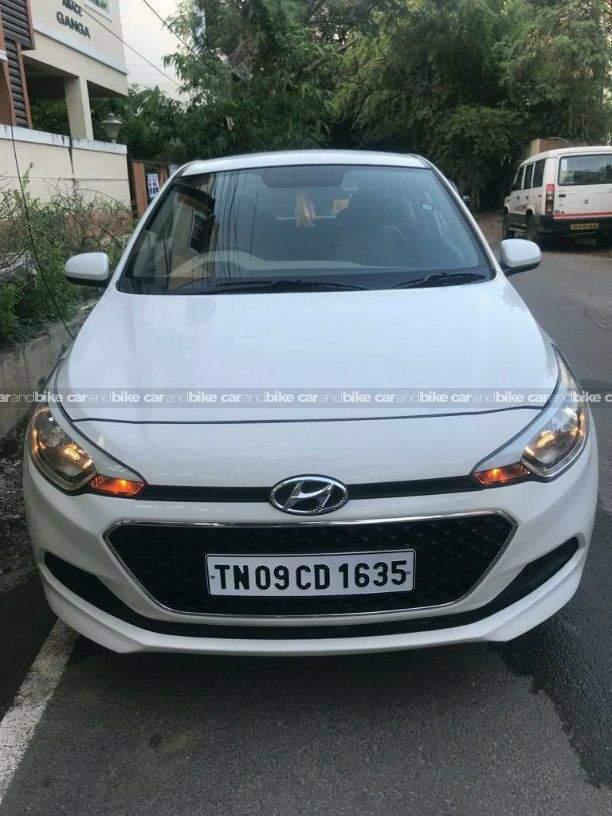 Hyundai Elite I20 12 Magna Executive Petrol Front Left Side Angle View