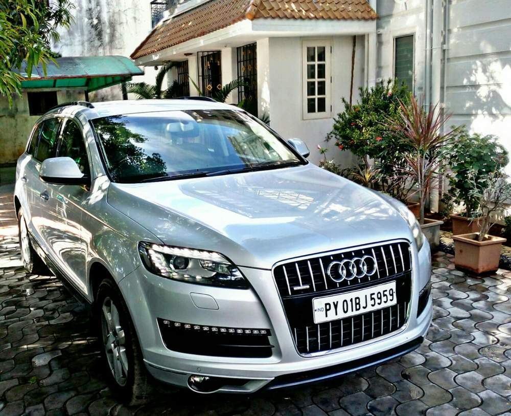 Audi Q7 Left Side View