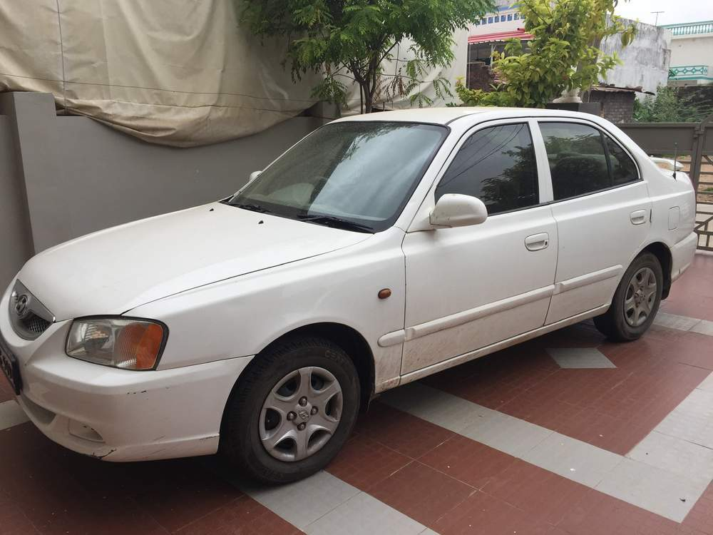 Hyundai Accent Left Side View