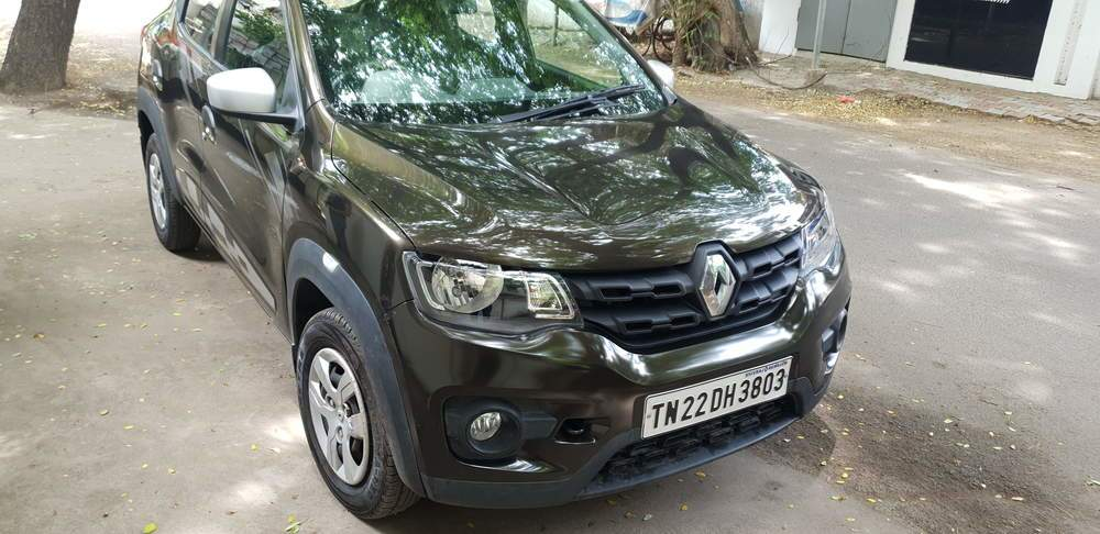 Renault Kwid Rear Right Side Angle View